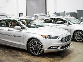 """CEO mới của Ford quả quyết những mẫu xe truyền thống vẫn còn """"đất sống"""""""