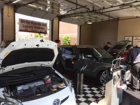 Thợ sửa xe hơi truyền thống đối mặt với tương lai xe điện