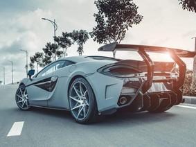 Bộ đôi siêu xe Lamborghini Huracan và McLaren 570S độ siêu độc ở Việt Nam