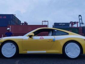 Chiêm ngưỡng chiếc Porsche 911 Carrera GTS 2017 đầu tiên của Việt Nam
