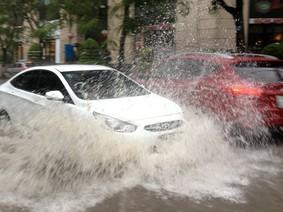 Xe hơi ngập nước, cần thực hiện ngay 8 điều sau