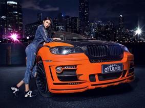Hotgirl cá tính và gợi cảm bên BMW X6 độ Hamann