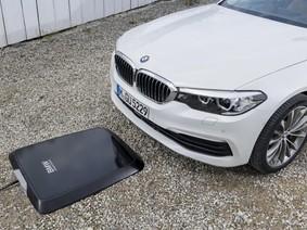 Xe điện BMW sử dụng sạc pin không dây
