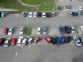 Muôn kiểu đỗ ô tô ngớ ngẩn