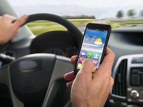 Tài xe mất tập trung hơn khi lái xe hơi công nghệ cao