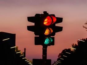 Vượt đèn vàng sẽ bị xử phạt theo Luật giao thông Việt Nam?
