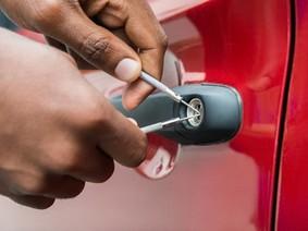 9 mẹo cần biết khi bỏ quên chìa khóa xe hơi