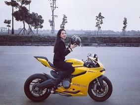 Nữ biker Hoài Thương cưỡi Ducati 899 nửa tỷ đồng dạo phố khiến nhiều người ngưỡng mộ