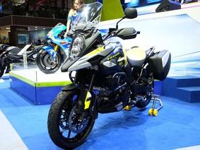 Xe việt dã Suzuki V-Strom 1000 ABS 2017 được bán chính hãng tại Việt Nam với giá 419 triệu Đồng