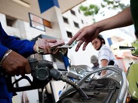 Giá xăng E5 và dầu diesel đều tăng gần 500 đồng/lít trong chiều nay