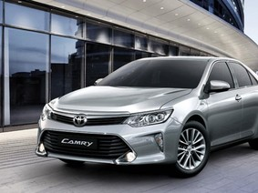 Cập nhật giá xe Toyota Camry trong tháng 1/2018