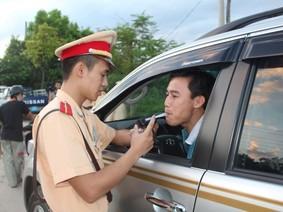 Điểm qua một số lỗi vi phạm giao thông nên chú ý khi lái xe chơi Tết