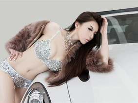"""Ngất lịm với vẻ đẹp """"thánh thần"""" của người mẫu JY. Kiko bên chiếc Porsche Cayenne"""