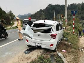 Hãi hùng với cảnh Hyundai Grand i10 bị dải ta-luy đâm xuyên tại dốc Quan Tài