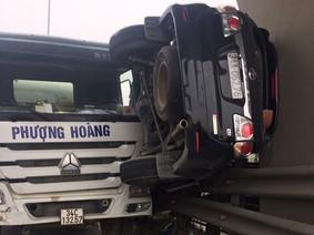 Hiện trường vụ tai nạn của Toyota Fortuner trên quốc lộ 5 khiến nhiều người không tin vào mắt mình