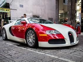 """Mừng """"sinh nhật muộn"""" lần thứ 6 tại Việt Nam, Bugatti Veyron từng của Minh """"Nhựa"""" tái xuất trên vỉa hè"""