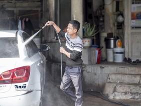 Trò chuyện với người rửa xe 13 năm tại Hà Nội vào những ngày cận Tết