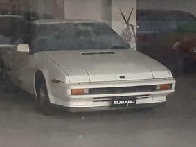 Bất ngờ phát hiện xe cổ Subaru XT Turbo 1987 tại một showroom bị bỏ hoang
