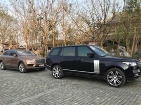 """Cặp đôi SUV """"khủng"""" hộ tống chủ nhân đi chùa Bái Đính ngày đầu năm Mậu Tuất"""