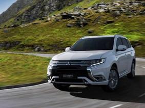 Mitsubishi Outlander PHEV 2019: Mạnh hơn và tiết kiệm xăng hơn