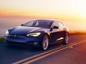 """Khách châu Âu """"cuồng"""" Tesla Model S hơn cả Mercedes S-Class và BMW 7-Series"""