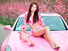 """Du xuân với người đẹp bên chiếc Mercedes-Benz CLS 300 """"Báo Hồng"""""""