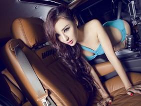 Đã mắt với người mẫu diện bikini bên chiếc Hummer H2 độ cực hầm hố
