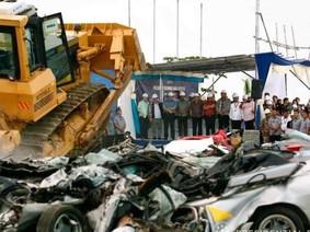 Thêm hàng loạt xe nhập lậu bị Tổng thống Philippines ra lệnh nghiền nát