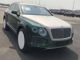 Lại thêm một chiếc SUV siêu sang đắt đỏ Bentley Bentayga màu độc cập bến Việt Nam
