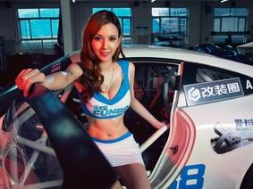 Ngắm nữ diễn viên phim người lớn Takizawa Rola khoe ngực căng đầy bên Porsche 911 GT3 Cup