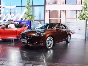 Sedan bán chạy Ford Escort 2018 được nâng cấp thiết kế và động cơ