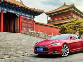 Tesla đứng giữa trong cuộc chiến thương mại Mỹ - Trung