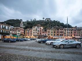20 chiếc Ferrari Portofino thực hiện màn vòng quanh 60 thành phố châu Âu