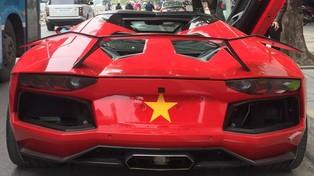 """Sau vụ cháy tại Đà Nẵng vì """"nẹt pô"""" quá mức, Lamborghini Aventador mui trần trở lại Hà Nội với màn """"khạc lửa"""""""