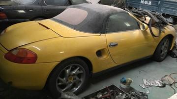 TP. HCM: Porsche Boxster 986 nằm phủ bụi khiến người mê xe xót xa