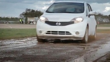 Thợ rửa xe hoang mang với khả năng tự làm sạch của Nissan