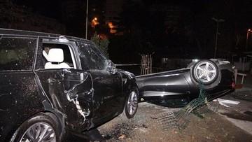 Siêu xe Ferrari F12 Berlinetta của cựu tiền đạo Galatasaray đâm Range Rover rồi lật ngửa