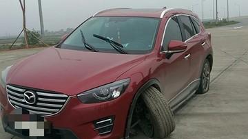 Mazda CX-5 gãy trục lái khiến cư dân mạng xôn xao