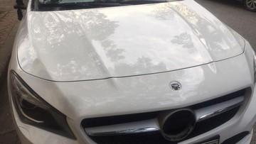 """""""Tháng củ mật"""", Mercedes-Benz CLA đỗ qua đêm trước cửa nhà bị """"vặt gương"""" và logo"""