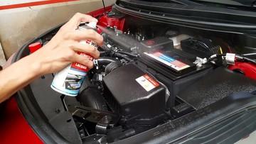 Dọn dẹp khoang máy ô tô, chuẩn bị đón Tết Nguyên đán