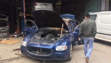 """Hàng hiếm Maserati Quattroporte thế hệ thứ 5 bị """"bỏ rơi"""" tại Hà Nội"""