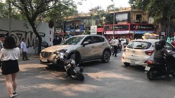 Hà Nội: Mazda CX-5 gây tai nạn liên hoàn khiến 3 người bị thương