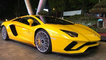 Lamborghini Aventador S LP740-4 độc nhất Việt Nam xuất hiện tại phố núi Tây Nguyên
