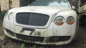 """Bị """"bỏ rơi"""" nhiều năm, đèn pha của Bentley Continental GTC """"ngấn lệ"""""""