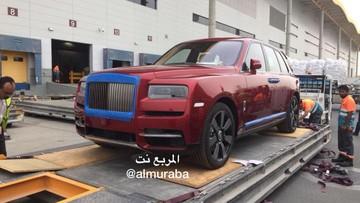 Vừa ra mắt, Rolls-Royce Cullinan 2019 đã được giao cho một Tiểu vương Ả-Rập