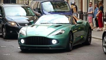 Siêu xe triệu USD cực hiếm Aston Martin Vanquish Zagato Speedster trên đường phố Anh