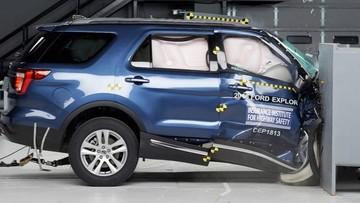 Xe SUV Ford Explorer 2018 bị đánh giá thấp về an toàn