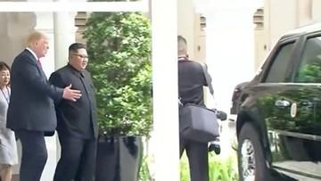 Tổng thống Mỹ Donald Trump khoe limousine bọc thép Cadillac One với ông Kim Jong Un