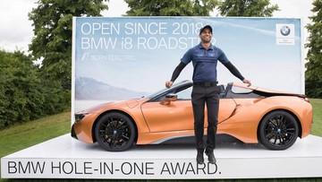Golf thủ 23 tuổi được tặng xe thể thao BMW i8 mui trần