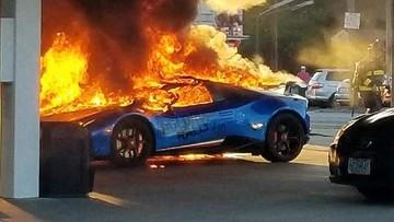Trở về nhà sau hành trình siêu xe, Lamborghini Huracan Performante cháy trơ khung tại cây xăng